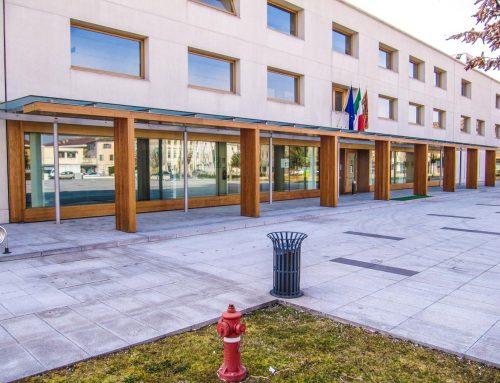 Serramenti in legno presso municipio di Susegana (TV)