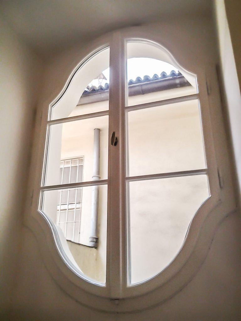 Palazzo Max Valier a Bolzano con serramenti F200 e porte Vienna by Finblok